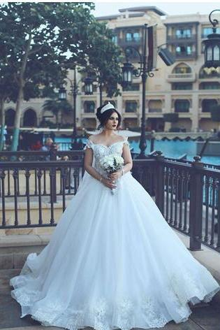2018 Vintage Lace Wedding Dresses Sexy Off the Shoulder Short Sleeves Lace Appliqued Dubai Bridal Gowns Long Court Train