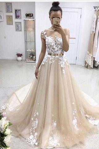 2018 Latest Short Sleeve Long Prom Dresses Appliques Lace Button Back Tulle Chapel Train Evening Party Dresses