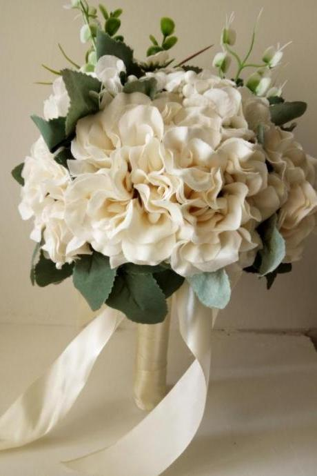 New Arrival Wedding Bouquet Ivory Handmade Flower with Leaves Wedding Bouquets