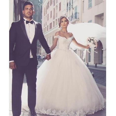 2017 Vestios De Noiva Ball Gown Princess Wedding Dresses Romantic Off Shoulders Cap Sleeves Lace Appliques Backless Bridal Gowns