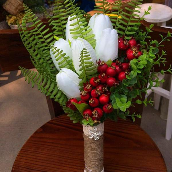 New Arrival Wedding Bouquet Handmade Flowers White with Berry and Green Plants Bridal Bouquet Wedding bouquets